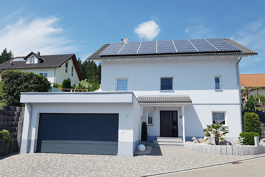 Satteldach-Haus mit großer Garage