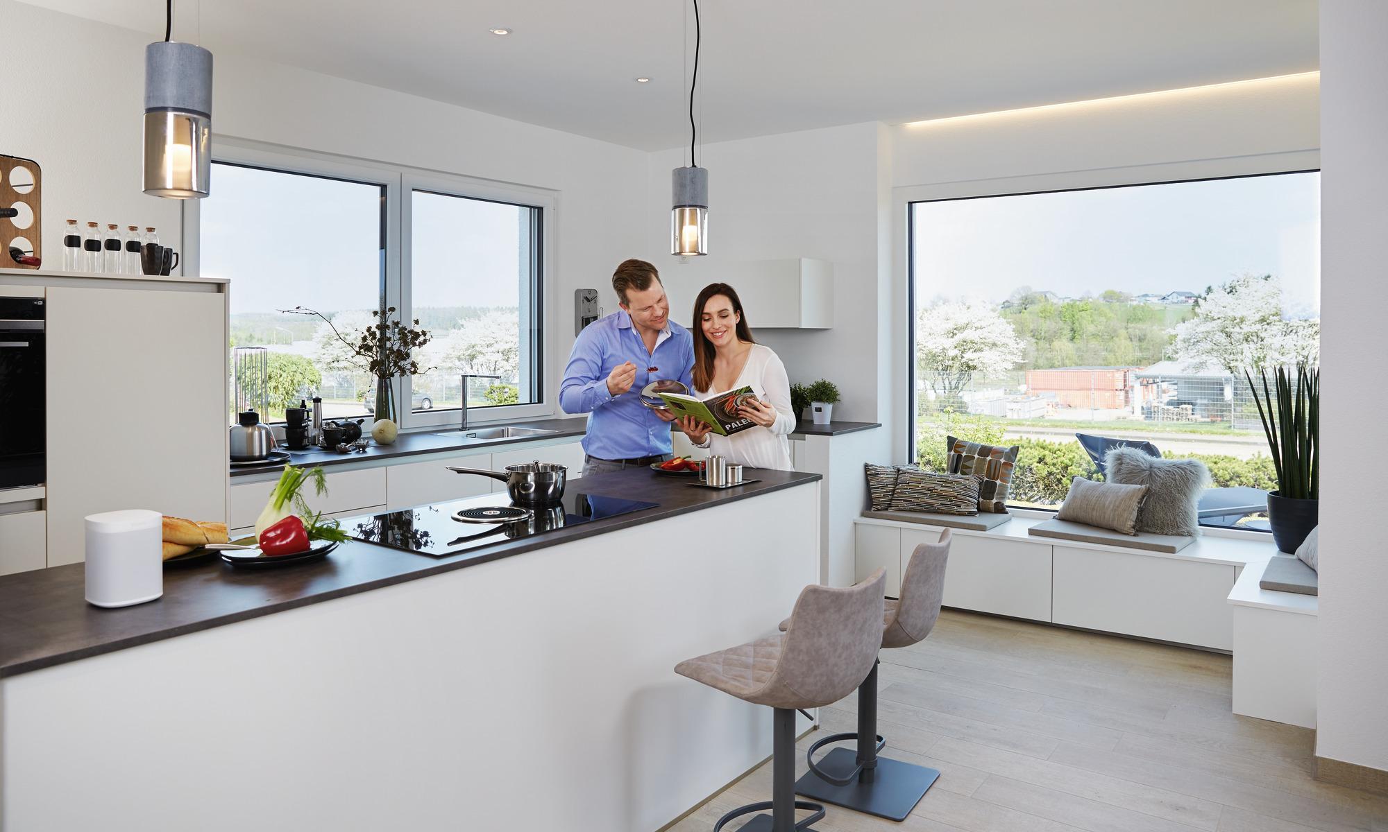 Küche mit Eckverglasung und integrierter Fenstersitzbank
