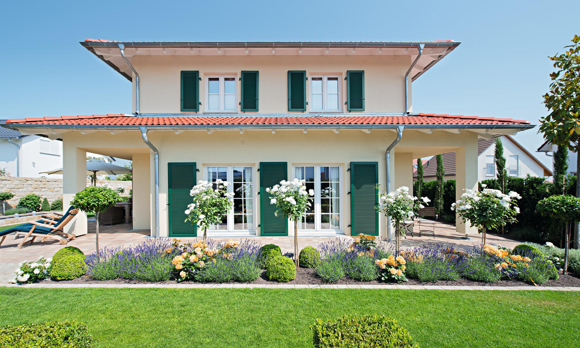 Architektenhaus, 2-geschossiges Haus, Fensterläden