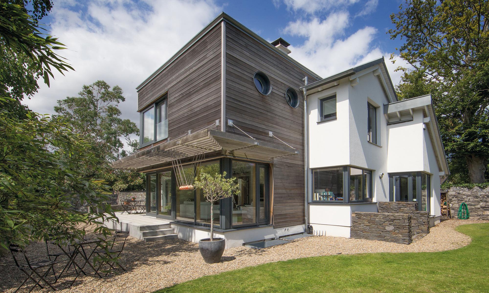 Ultra-modern, eco-friendly prefab home in Dublin