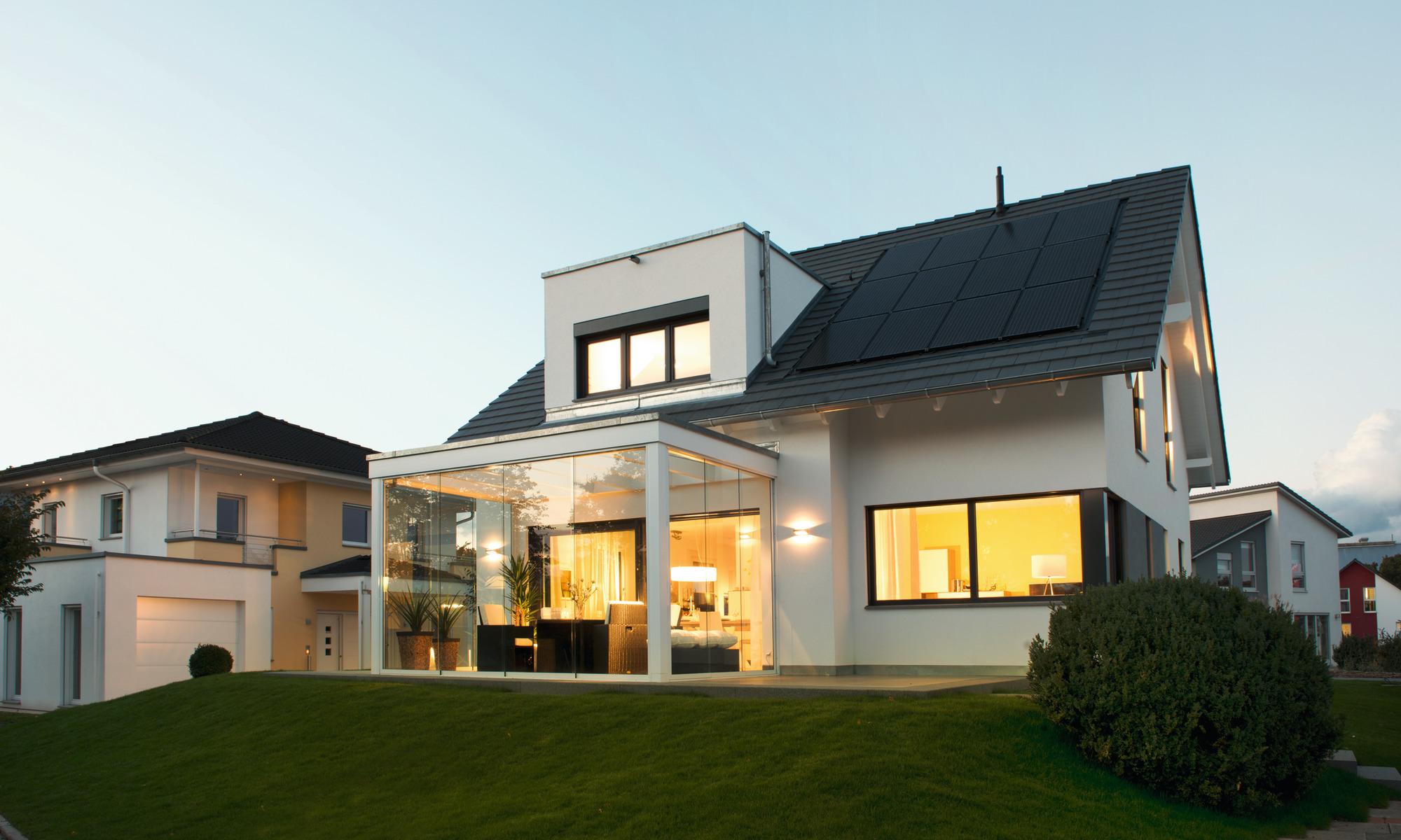 Einfamilienhaus; 1 1/2 geschossig, Photovoltaik; Terrasse; Dachgaube, WeberHaus