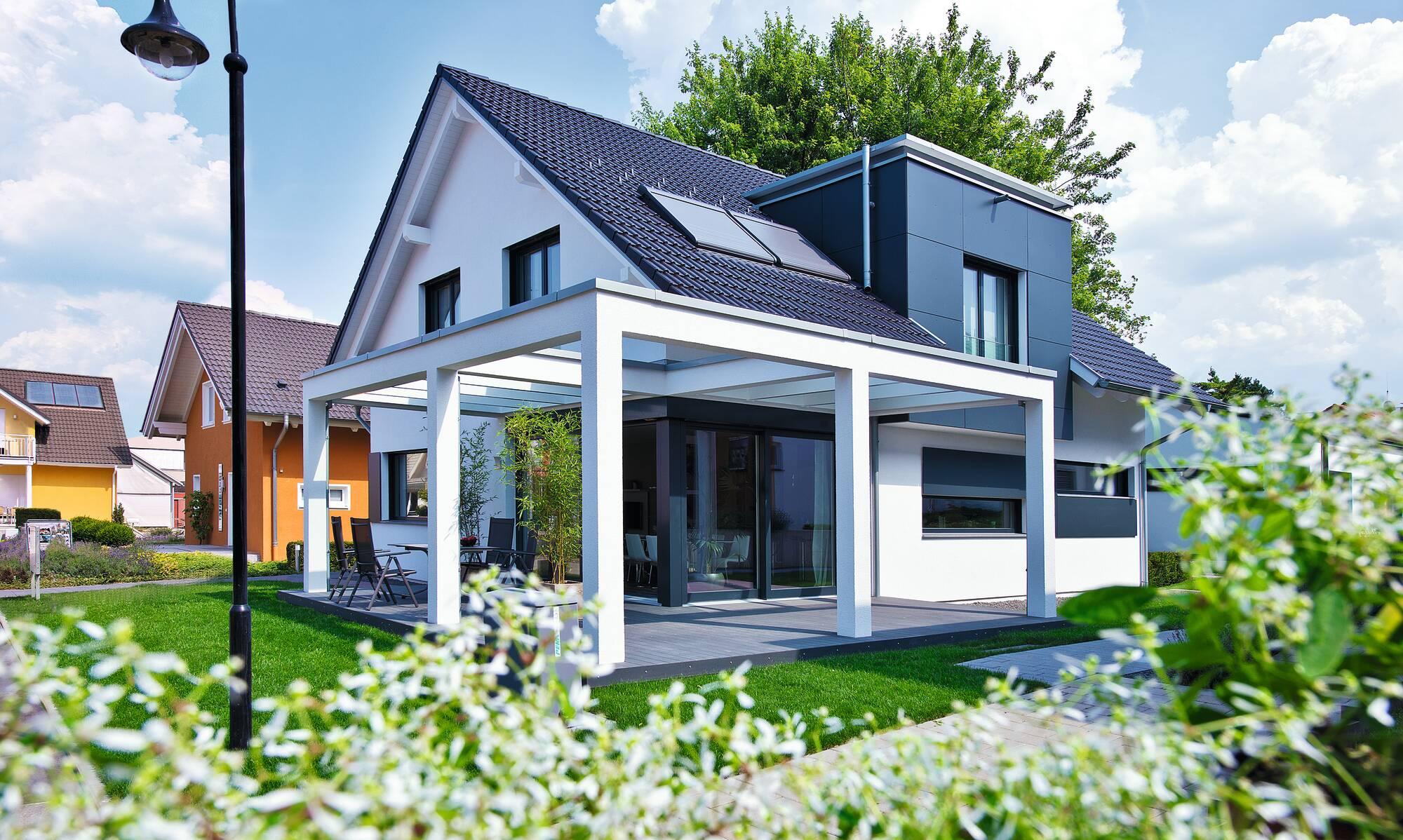 Satteldach mit flacher Dachgaube