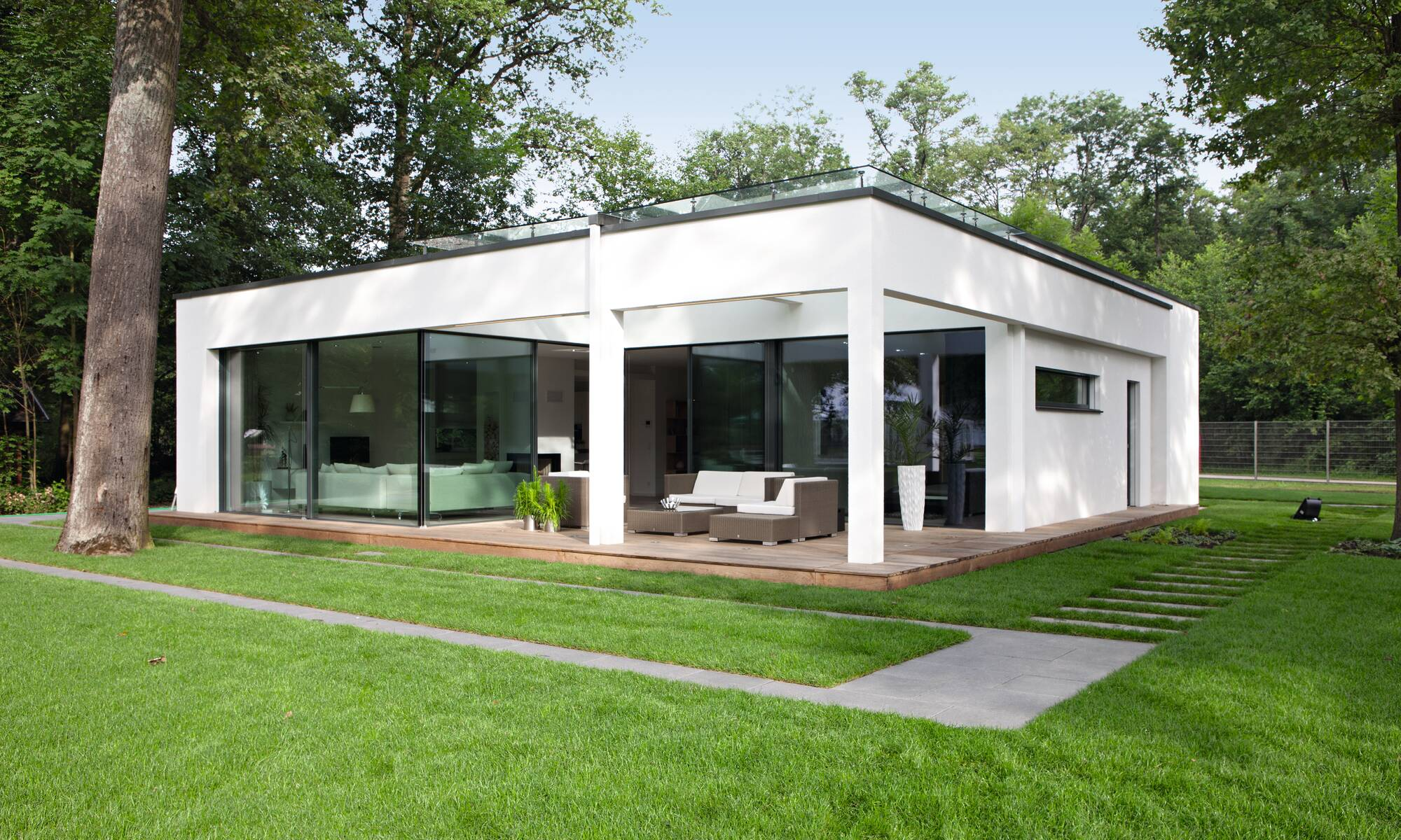 Spacious And Contemporary Prefabricated Bungalow With Bauhaus Architecture