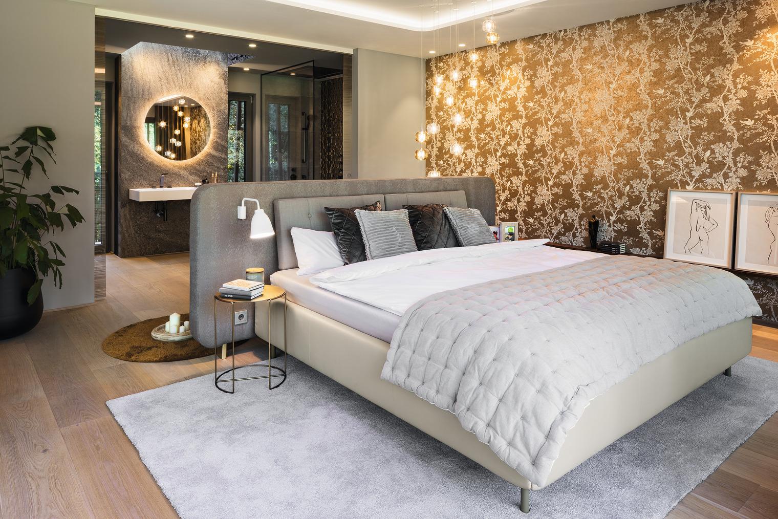 luxuriös ausgestattetes Schlafzimmer