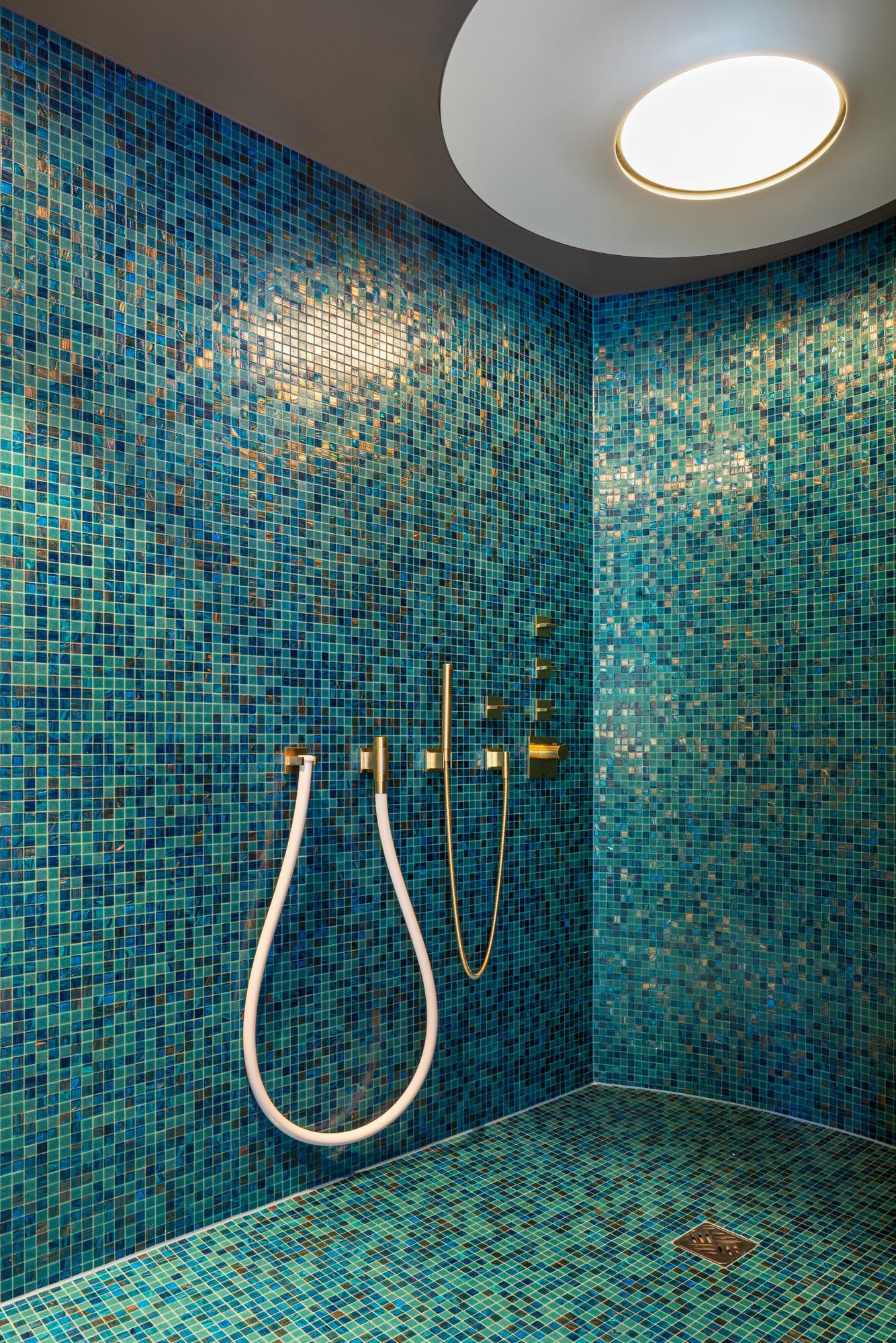 Exklusive Dusche im Wellnessbereich