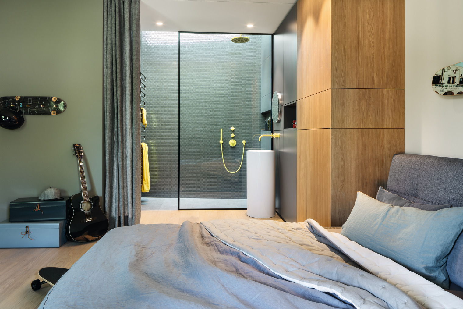 Jugendzimmer mit eigenem Bad