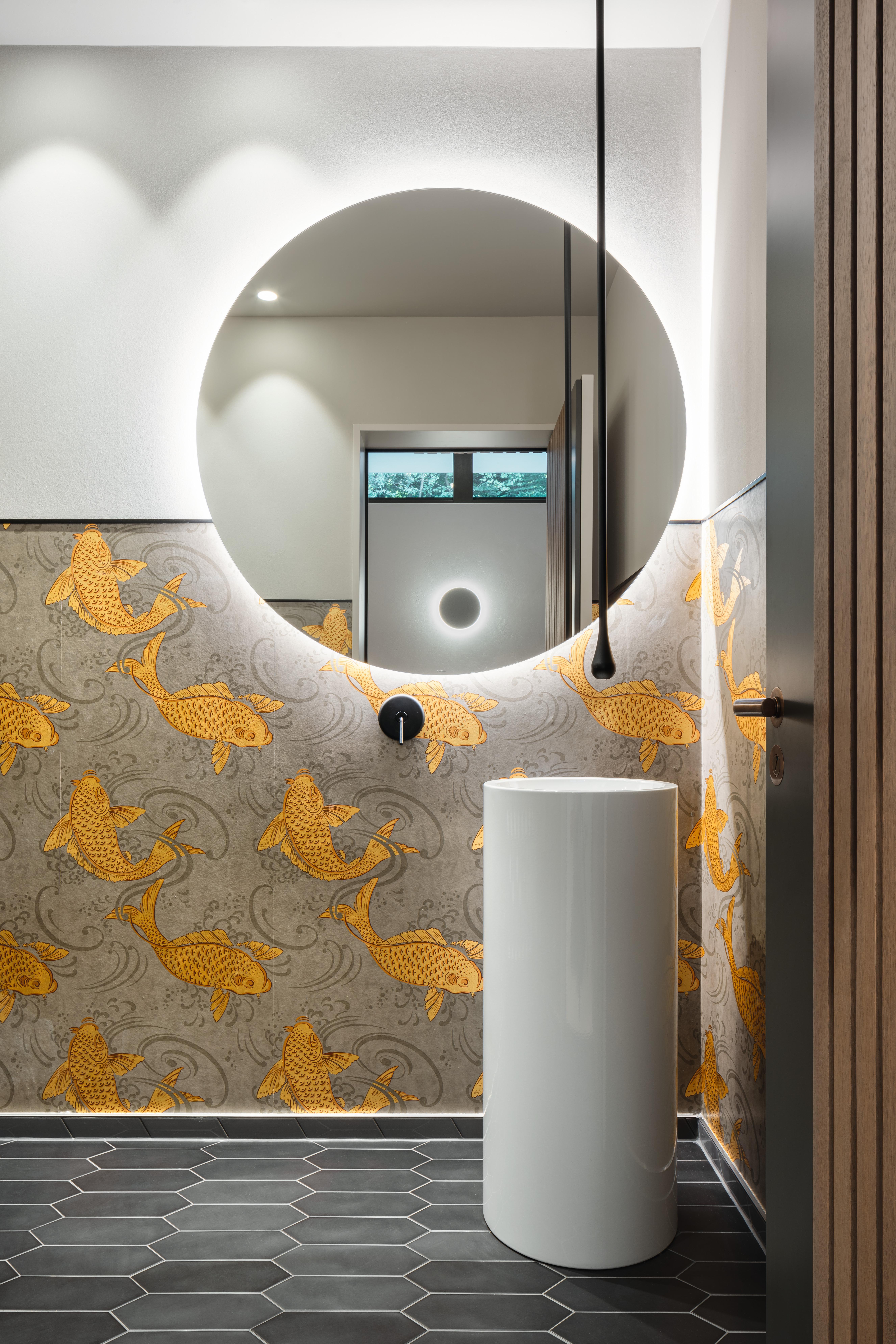 Gäste-WC mit Dekortapete