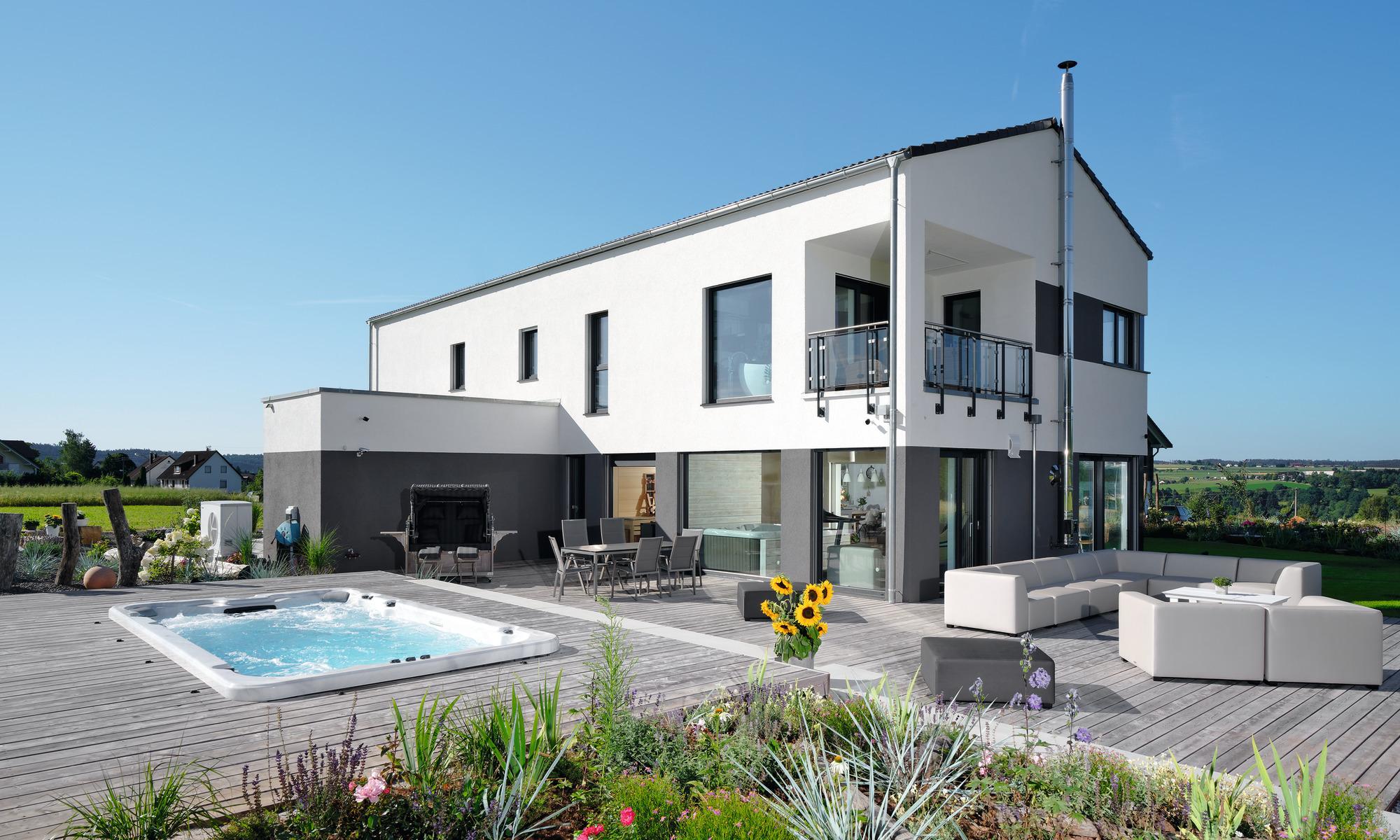 frei geplantes Kundenhaus mit Pool