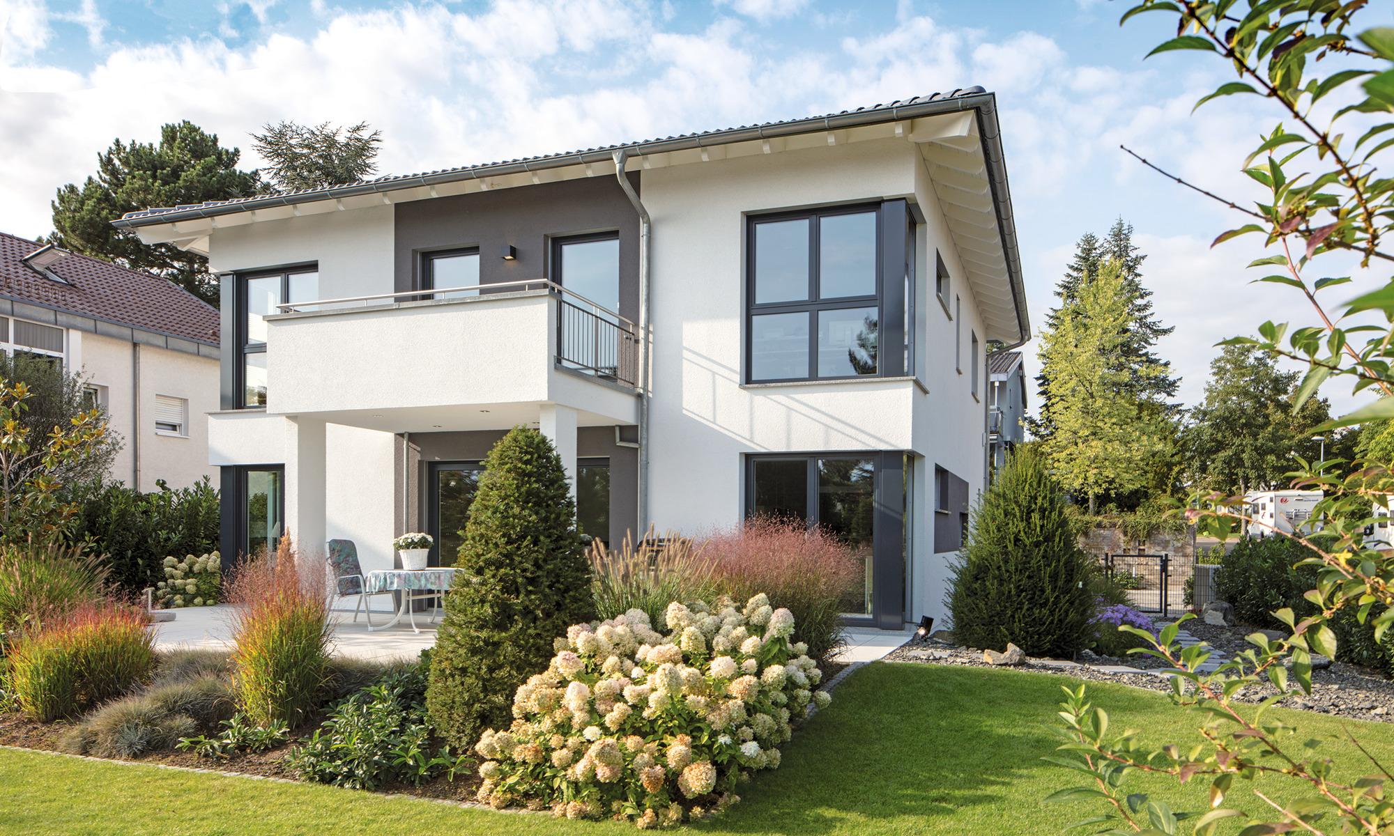 Haus mit Walmdach, Stadthaus mit Gartenanlage