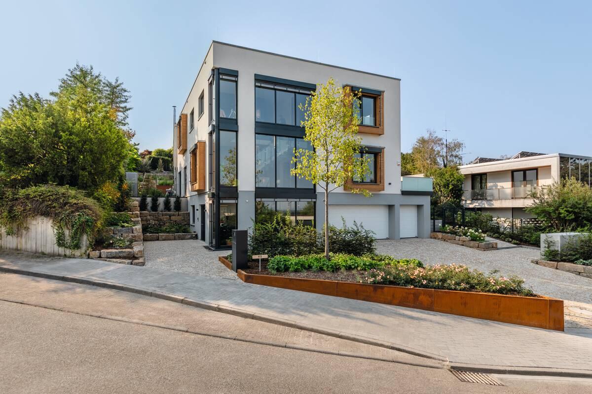 modernes Einfamilienhaus mit Flachdach