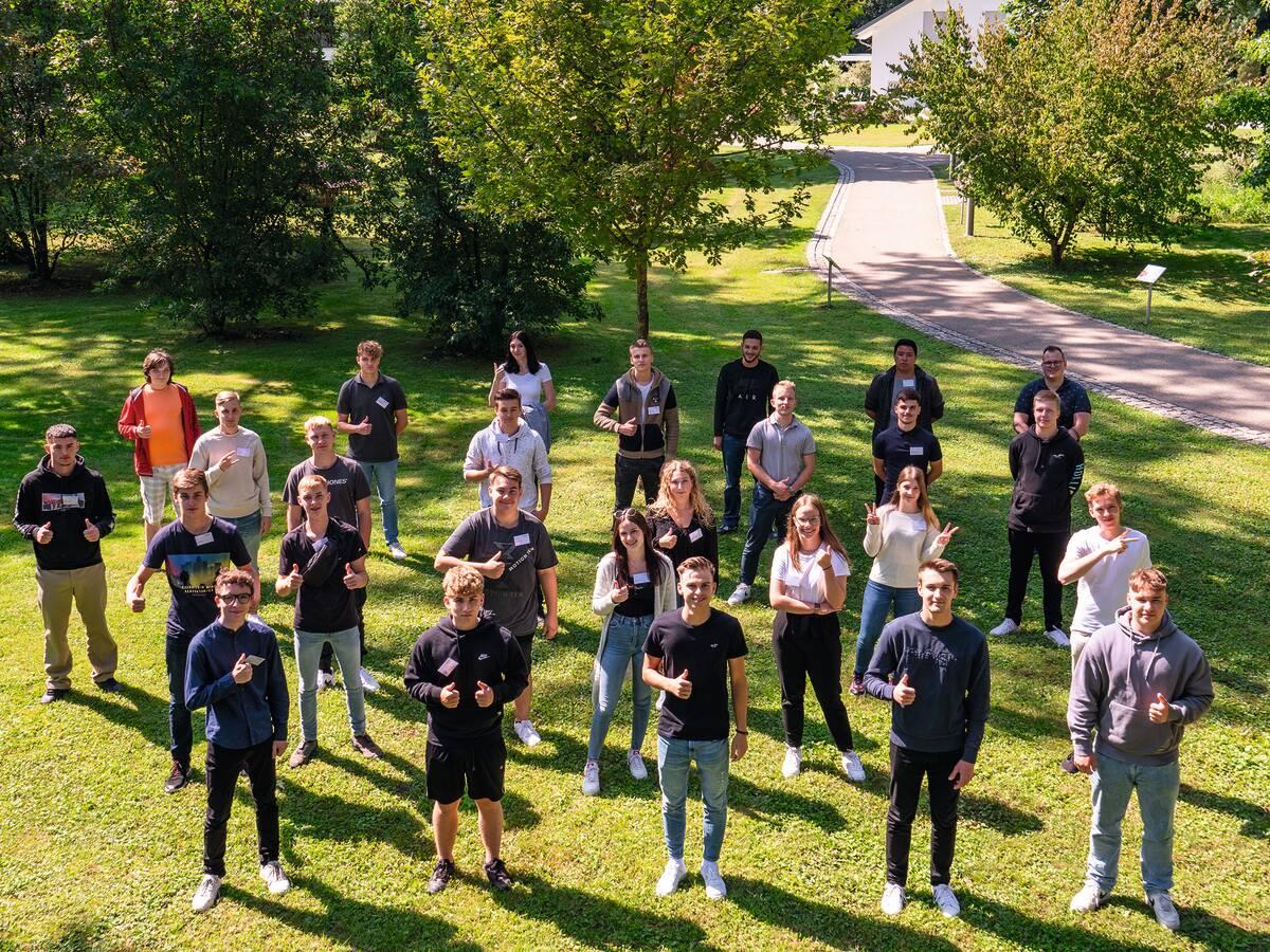 Nachwuchskräfte beim Fertighaushersteller WeberHaus