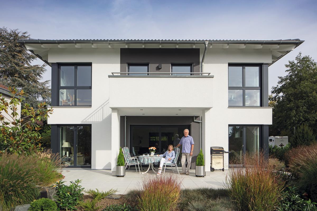 2-geschossiges Haus mit Walmdach