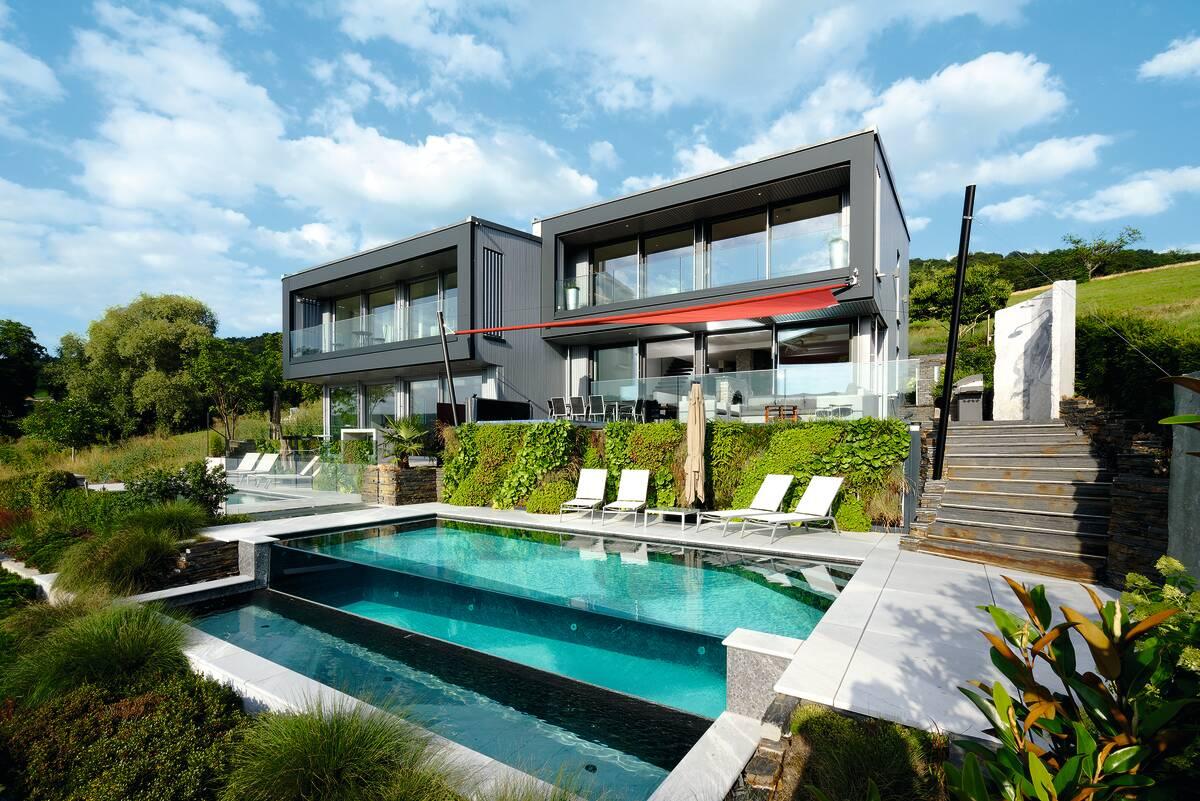 Exklusives Flachdachhaus mit Pool