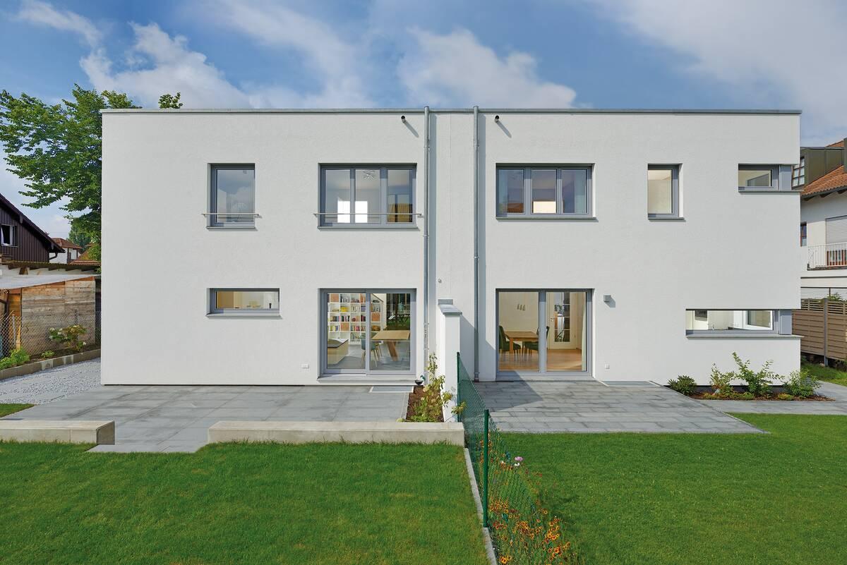 2-geschossiges Doppelhaus mit Flachdach