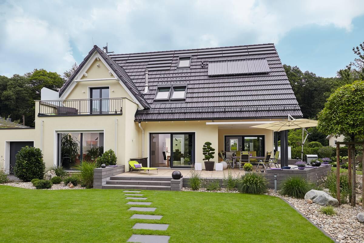 Haus mit schöner Außenanlage